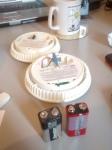 Palovaroittimet ja 9 voltin Energizer- ja GP-paristot