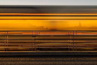 Raitiovaunu ylittää Allébron (Tukholma, Ruotsi)