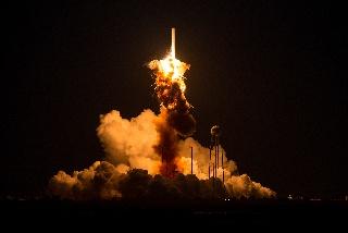 Orbital Sciences -yhtiön Antares-rakettii räjähtää pian laukaisun jälkeen