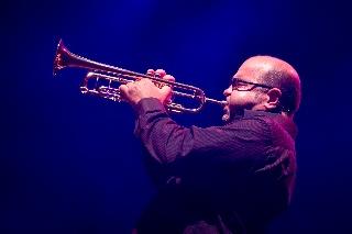 Chucho Valdés & The Afro-Cuban Messengers -yhtyeen trumpetisti Reinaldo Melián konsertissa Teatro Circo Pricessä (Madrid, Espanja)
