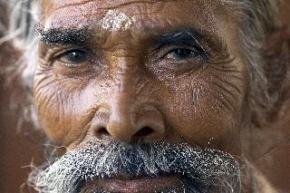 Kasvokuva miehestä (Delhi, Intia)