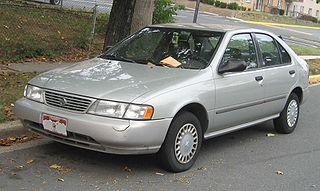 Hopeanvärinen Nissan Sentra, vm. '95-'97