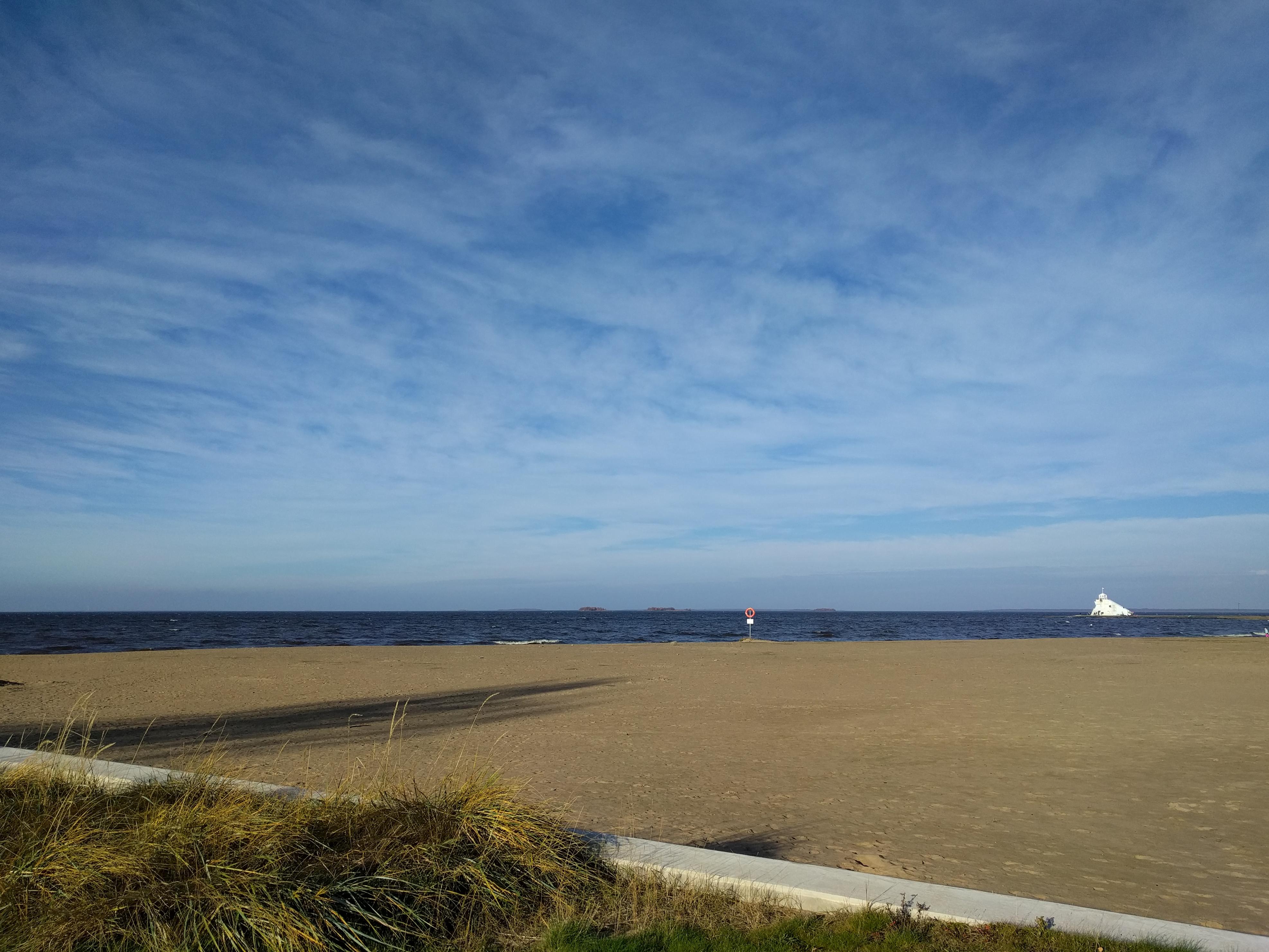 Nallikarin hiekkaranta ja majakka