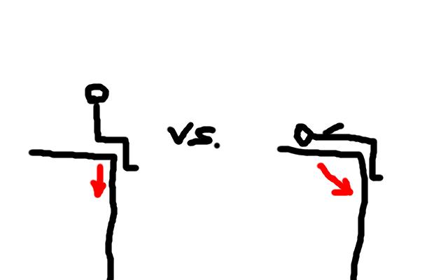 Tikku-ukko jyrkänteellä: 1. versiossa (vasemmalla) istuu selkä suorassa, 2. versiossa (oikealla) makaa selällään.